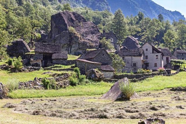 Thị trấn ở Thụy Sĩ bán 9 ngôi nhà với giá chỉ một Franc - 1