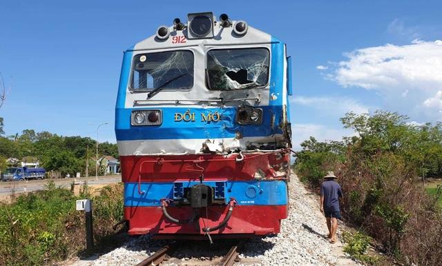 Tàu hỏa tông xe tải ở Quảng Nam