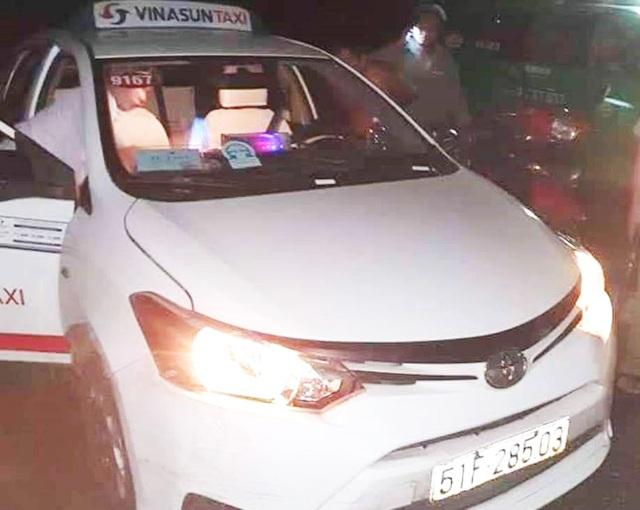 Tài xế taxi bị hành khách cứa cổ trong đêm - 1