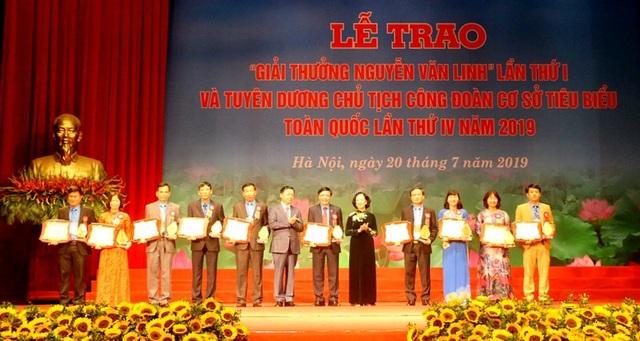 10 cán bộ công đoàn tiêu biểu nhận giải thưởng Nguyễn Văn Linh lần thứ nhất - 1