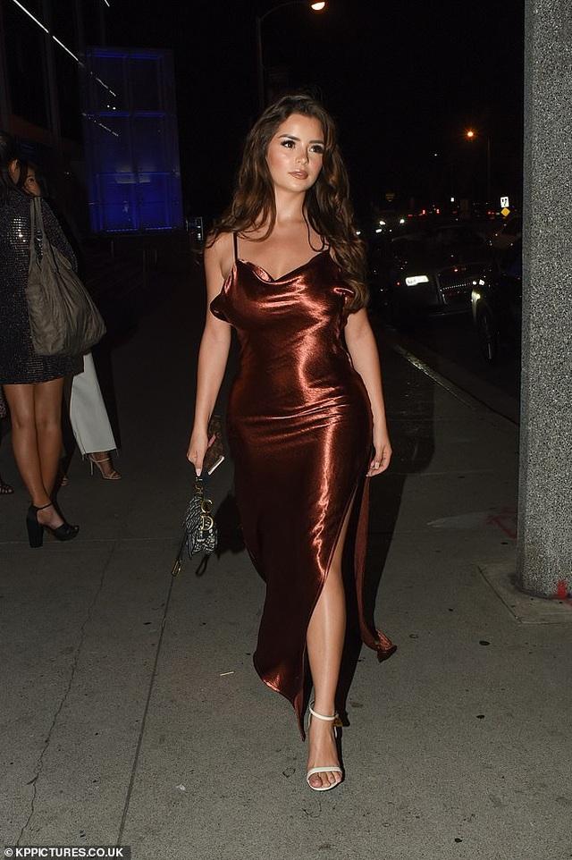 Demi Rose diện váy hở lưng gợi cảm - 1