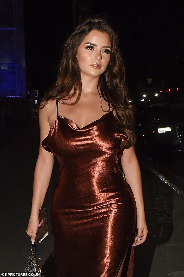 Demi Rose diện váy hở lưng gợi cảm - 4