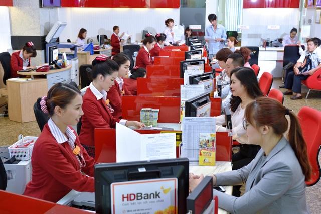"""HDBank nhận giải thưởng """"Ngân hàng bán lẻ nội địa tốt nhất năm 2019"""" - 2"""