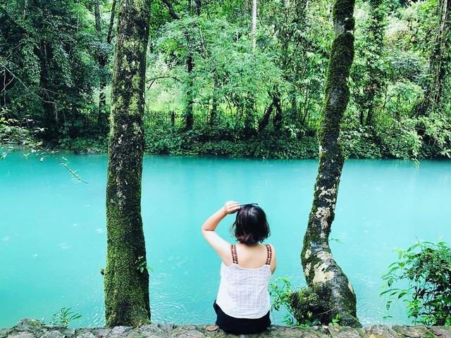 """""""Phát sốt"""" với con suối có màu xanh ngọc bích, đẹp như tiên cảnh ở Cao Bằng - 4"""