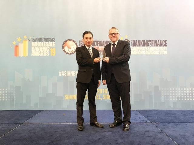 """HDBank nhận giải thưởng """"Ngân hàng bán lẻ nội địa tốt nhất năm 2019"""" - 1"""