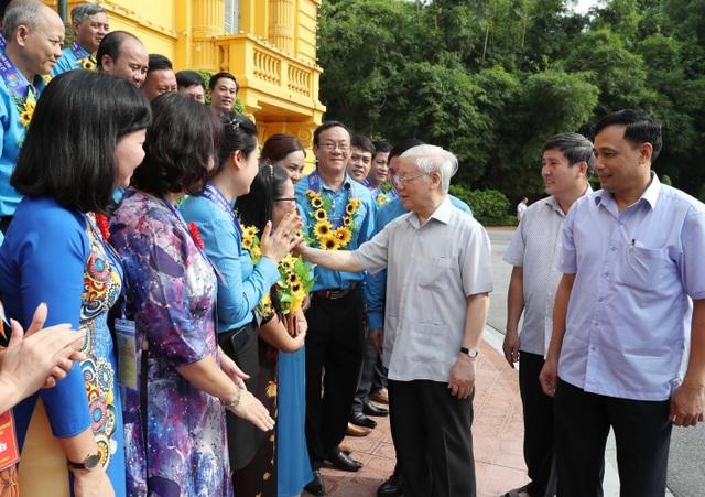 Tổng Bí thư, Chủ tịch nước gặp mặt Đoàn đại biểu Chủ tịch công đoàn cơ sở tiêu biểu - 1