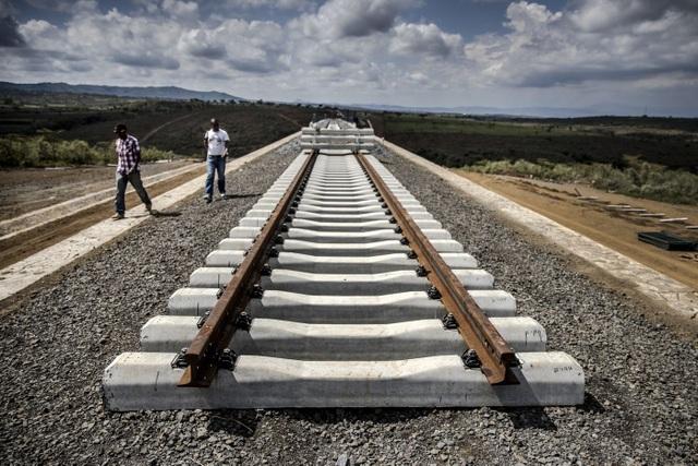 """Quốc gia châu Phi """"dở khóc dở cười"""" vì dự án đường sắt của Trung Quốc - 1"""