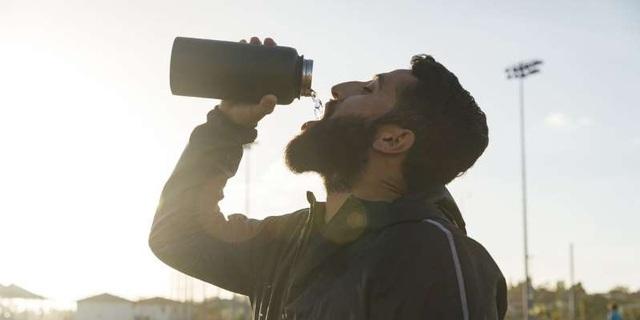 5 hiểu lầm về uống nước có thể gây hại cho sức khỏe - 1