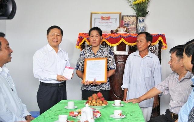 Bộ LĐ-TBXH trao nhà tình nghĩa đến gia đình chính sách ở Vĩnh Long - 2