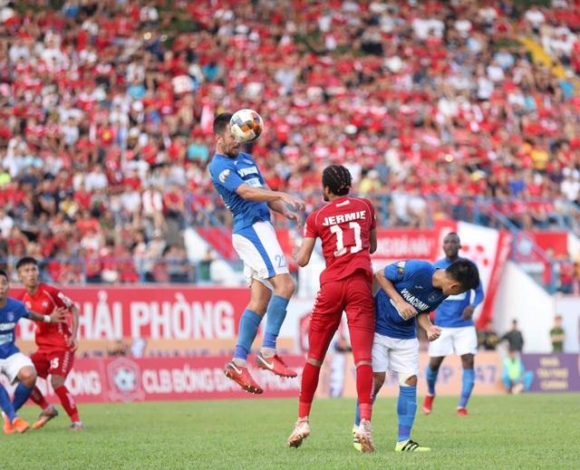 Vì sao V-League không đổi lịch để tuyển Việt Nam đá vòng loại World Cup?
