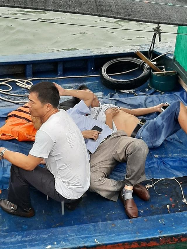 Tàu cao tốc bay nóc sau cú va chạm với tàu cá, 3 hành khách bị thương - 3