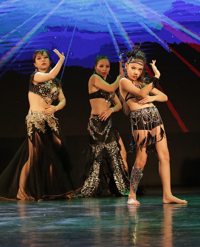 Đêm hội ngộ nóng bỏng của những vũ công bellydance - 11