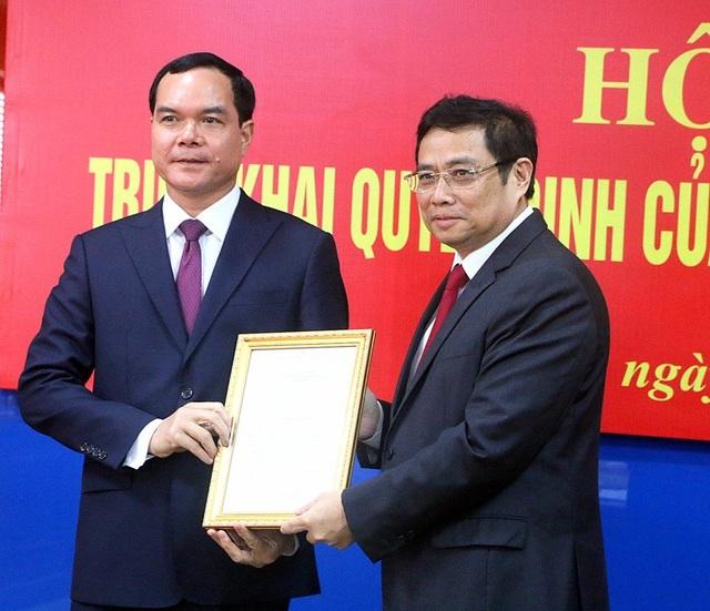 Trao quyết định điều động tân Bí thư Đảng đoàn Tổng Liên đoàn lao động Việt Nam - 1