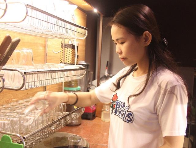 Đạt 27,75 điểm khối C, nữ sinh mồ côi người Thái tất bật làm thêm trang trải việc học - 3