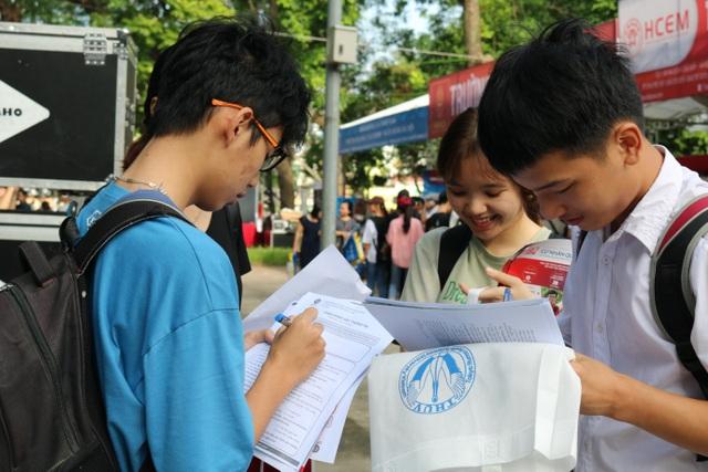 Hầu hết thí sinh đổi nguyện vọng xét tuyển đại học sau khi biết điểm thi - 1
