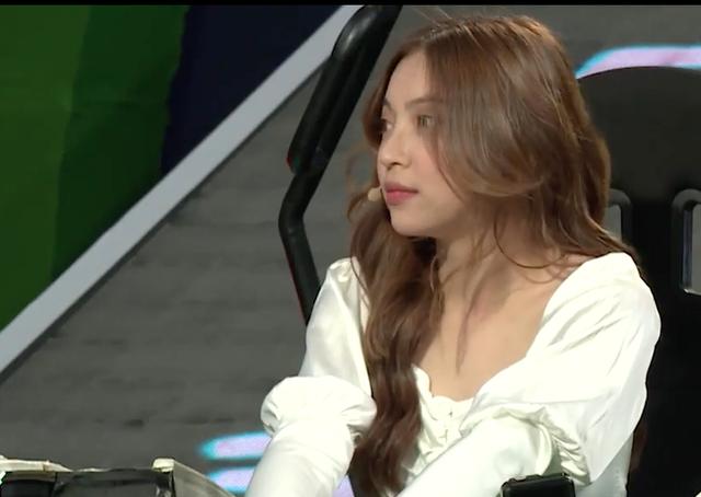 Trường Giang, bạn gái Quang Hải bị ném đá thậm tệ sau gameshow - 2