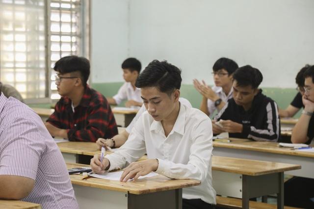 Hàng loạt trường ĐH công bố điểm chuẩn trong đêm - 1