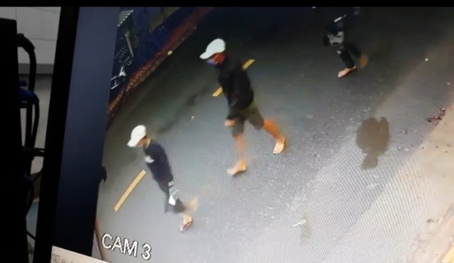 Truy bắt nhóm đối tượng ném bình gas nổ súng truy sát nhóm thanh niên trong tiệm cầm đồ - 1