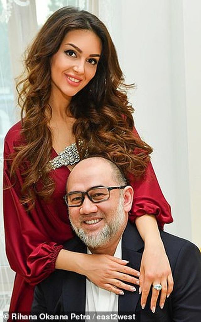 Người đẹp Nga khoe con giữa nghi vấn con trai không phải của cựu vương Malaysia - 3