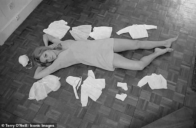 Nữ diễn viên xấu số Sharon Tate trong những khuôn hình cuối cùng trước bi kịch định mệnh - Ảnh minh hoạ 2