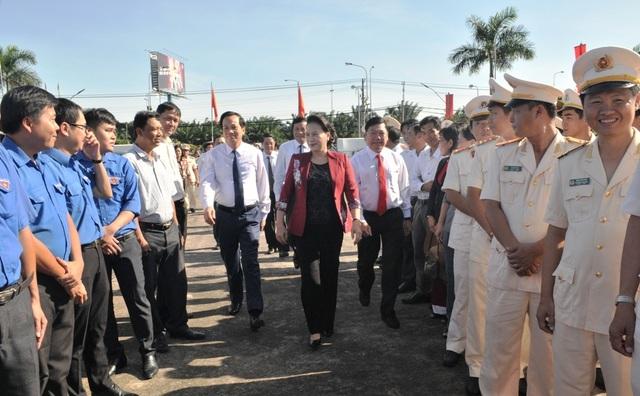 Chủ tịch Quốc hội Nguyễn Thị Kim Ngân viếng Nghĩa trang liệt sĩ Vĩnh Long - 1