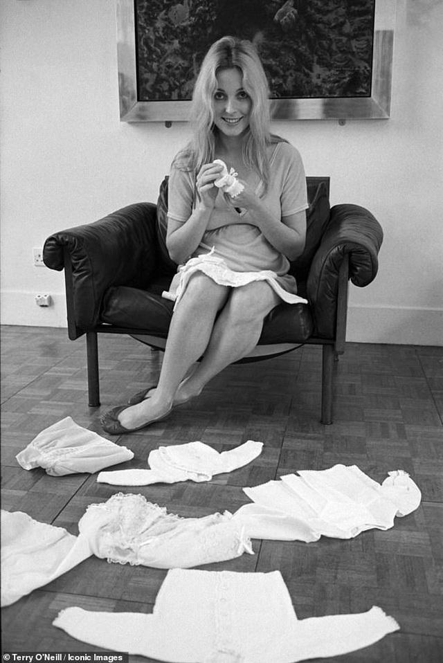 Nữ diễn viên xấu số Sharon Tate trong những khuôn hình cuối cùng trước bi kịch định mệnh - Ảnh minh hoạ 4