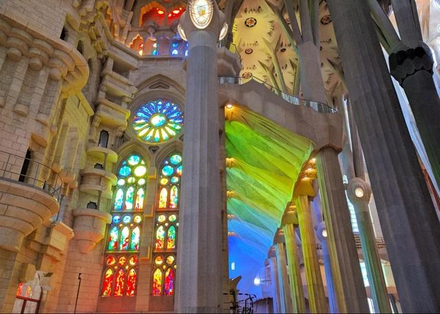 Nhà thờ suốt hơn 100 năm vẫn chưa xây xong - 4