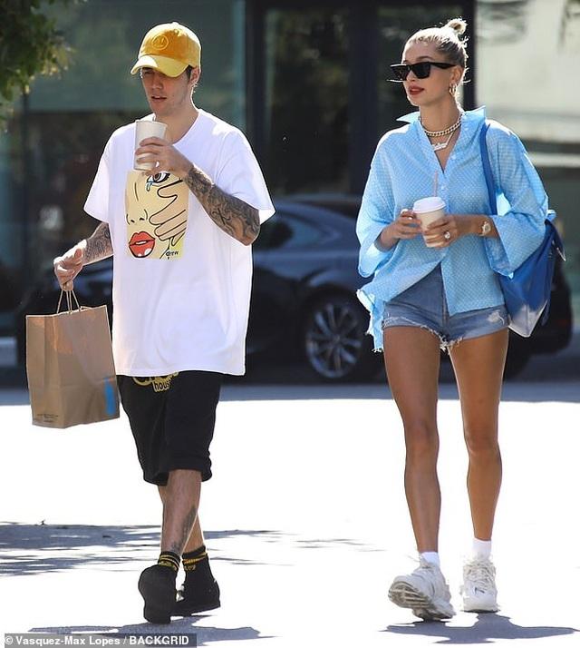Hailey Baldwin khoe ngực gợi cảm đi ăn cùng Justin Bieber - 6