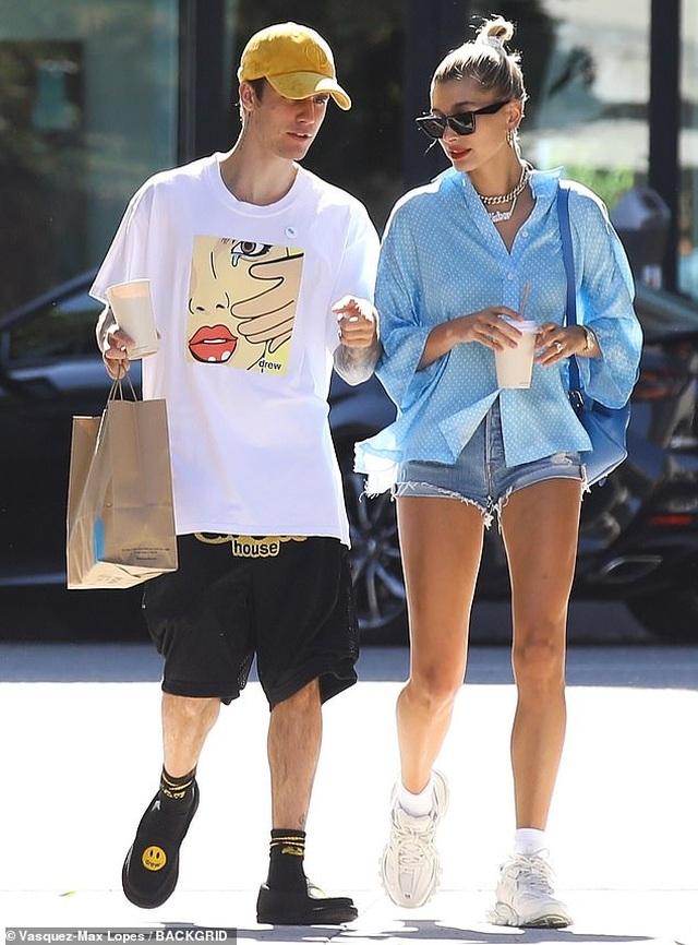 Hailey Baldwin khoe ngực gợi cảm đi ăn cùng Justin Bieber - 5