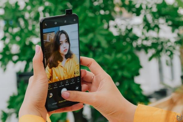 Điểm mặt những mẫu smartphone camera trượt đáng chú ý vừa ra mắt  - 3
