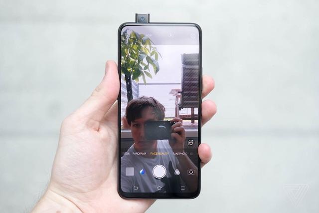Điểm mặt những mẫu smartphone camera trượt đáng chú ý vừa ra mắt  - 4