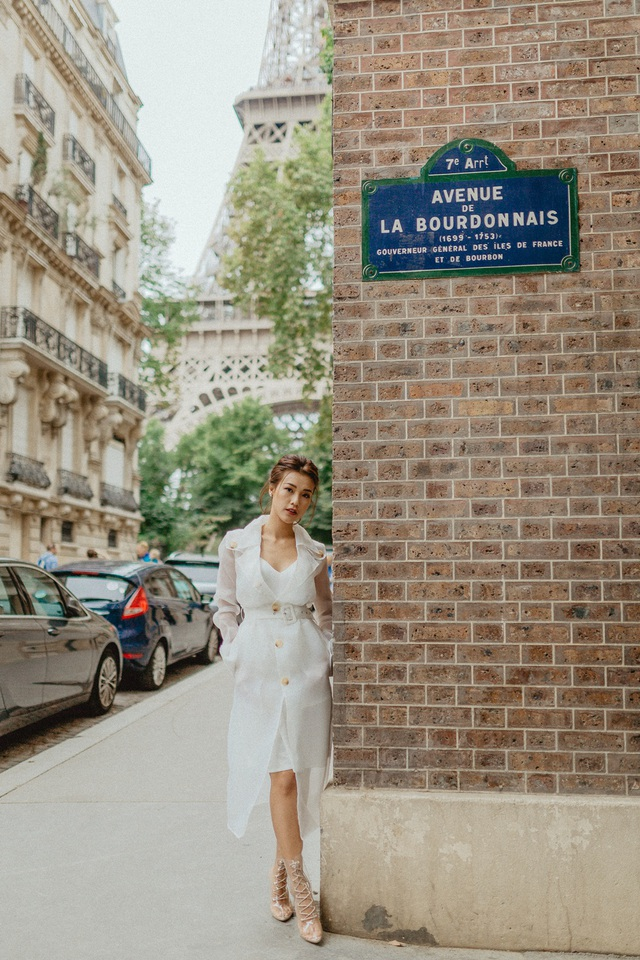 Á hậu Hoàng Oanh mang nón lá Việt thả dáng bên tháp Eiffel - 3