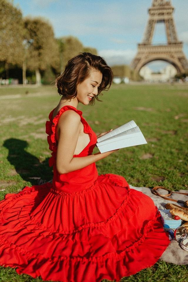Á hậu Hoàng Oanh mang nón lá Việt thả dáng bên tháp Eiffel - 11