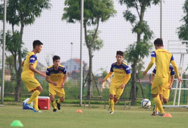 """Ngôi sao U22 Việt Nam """"choáng"""" vì SEA Games tổ chức trên sân cỏ nhân tạo - 1"""