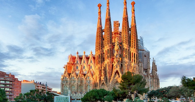 Nhà thờ suốt hơn 100 năm vẫn chưa xây xong - 1