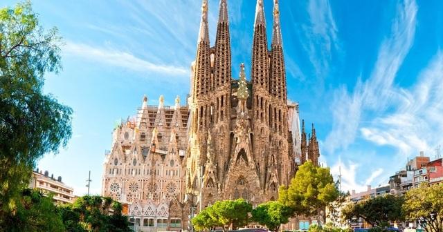 Nhà thờ suốt hơn 100 năm vẫn chưa xây xong - 2
