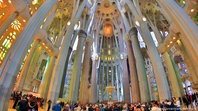 Nhà thờ suốt hơn 100 năm vẫn chưa xây xong - 3