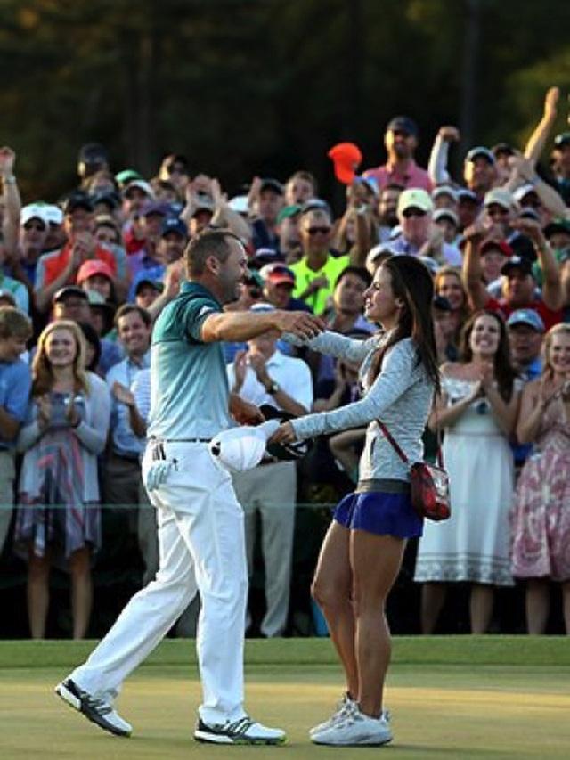 Những mỹ nhân bốc lửa khuấy động giải golf Anh mở rộng - 7