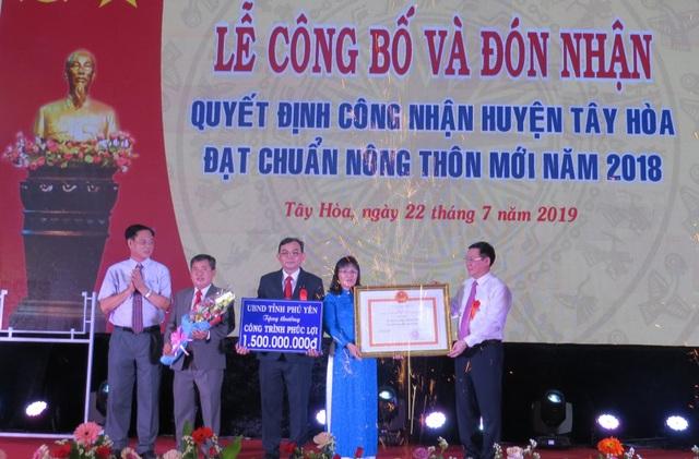 Huyện Tây Hòa được công nhận đạt chuẩn nông thôn mới - 1