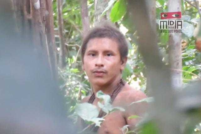 Chàng trai của bộ tộc thiểu số gây sốt vì vẻ ngoài điển trai - 1