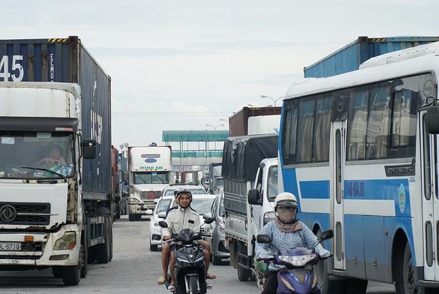 Quốc lộ 5 ùn tắc nghiêm trọng sau vụ tai nạn làm 5 người tử vong - 7
