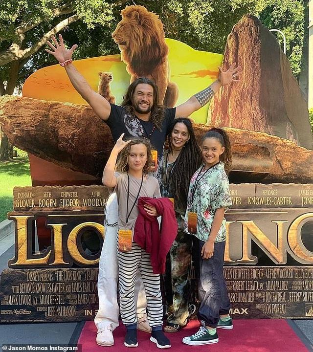 """Jason Momoa bật khóc nhiều lần trong buổi chiếu """"Vua sư tử"""" dành riêng cho gia đình"""