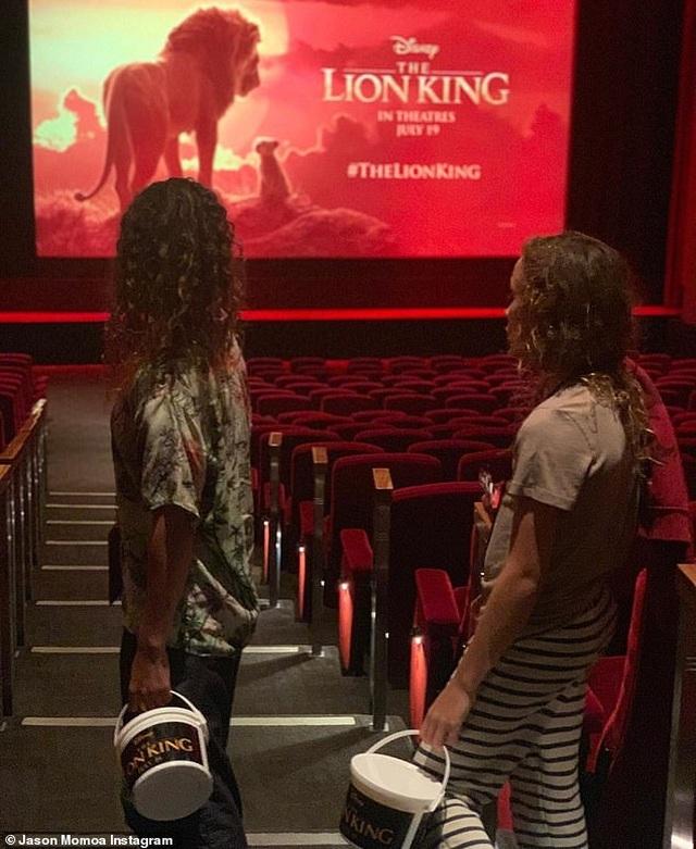 """Jason Momoa bật khóc nhiều lần trong buổi chiếu """"Vua sư tử"""" dành riêng cho gia đình - Ảnh minh hoạ 3"""