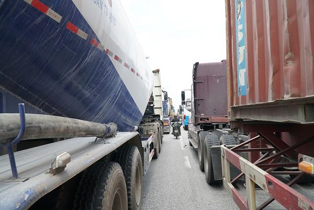 Quốc lộ 5 ùn tắc nghiêm trọng sau vụ tai nạn làm 5 người tử vong - 5