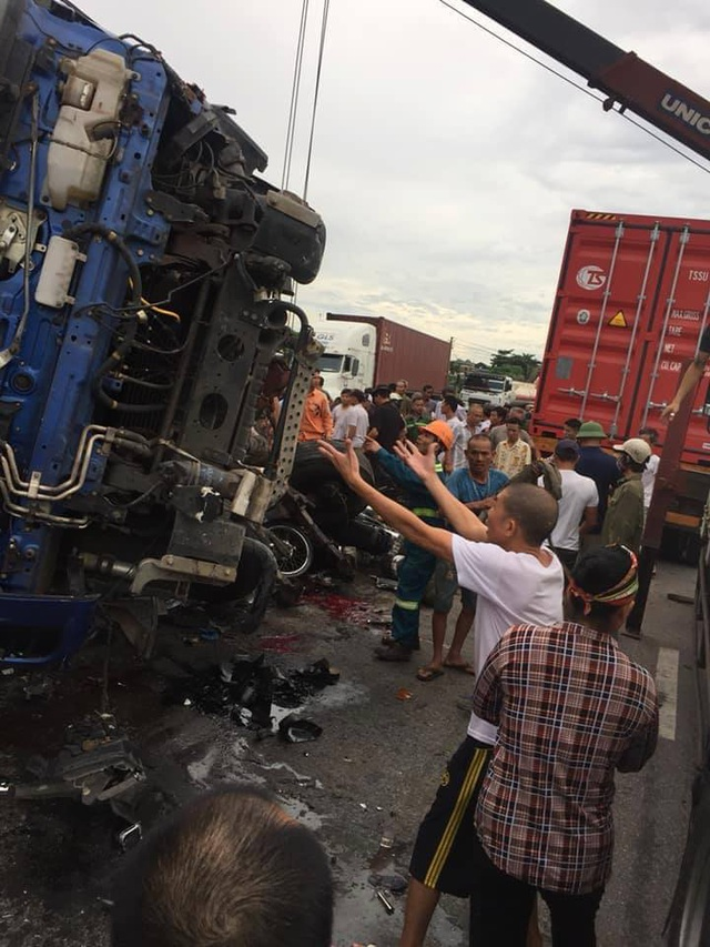 Seven killed in three traffic accidents in Hai Duong   DTiNews - Dan Tri