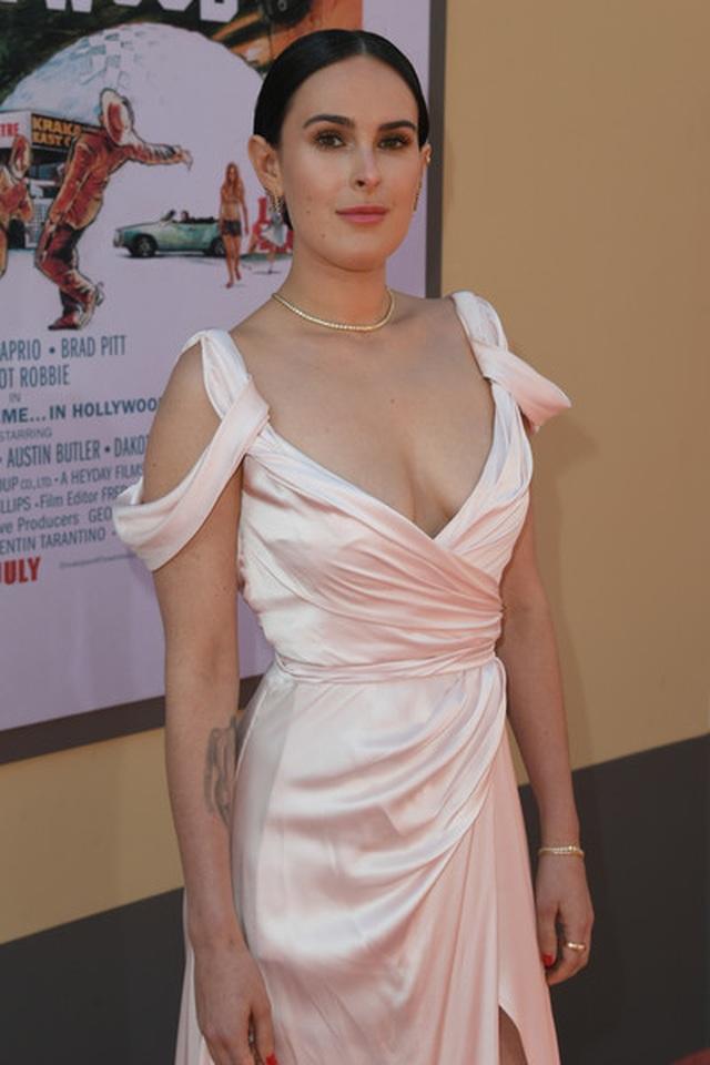 Người đẹp lấp ló ngực khủng dự công chiếu phim - 5