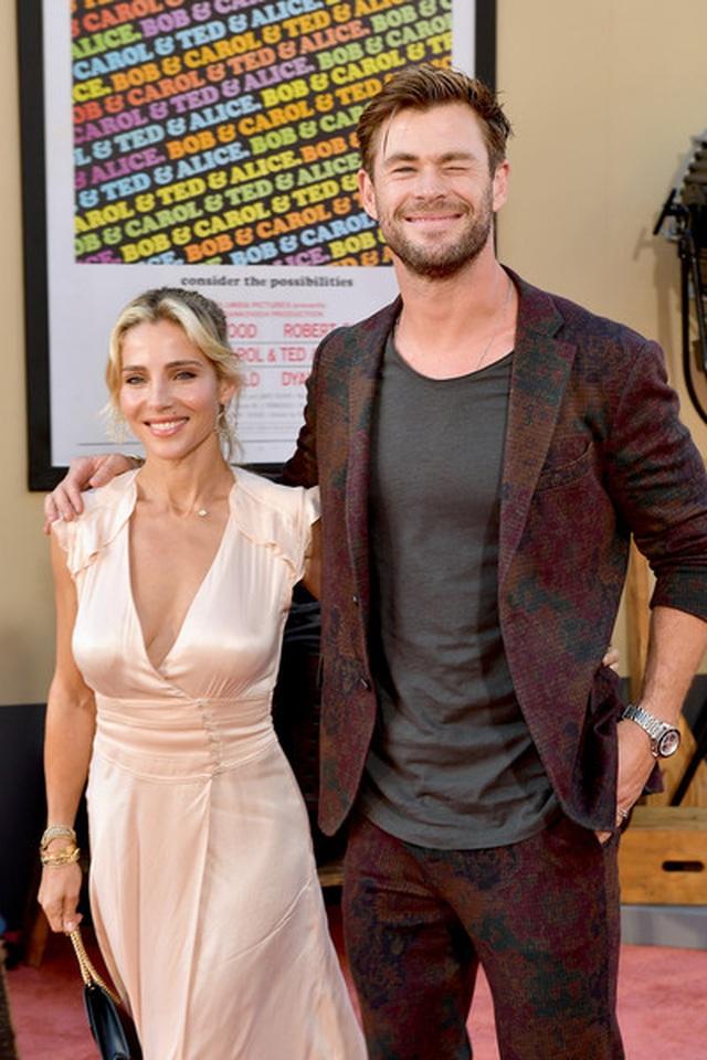 Chris Hemsworth đẹp đôi bên vợ hơn 7 tuổi - 1