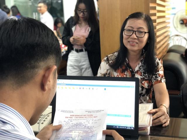 Nữ thí sinh đăng ký xét tuyển vào đại học ở tuổi 63 - 1