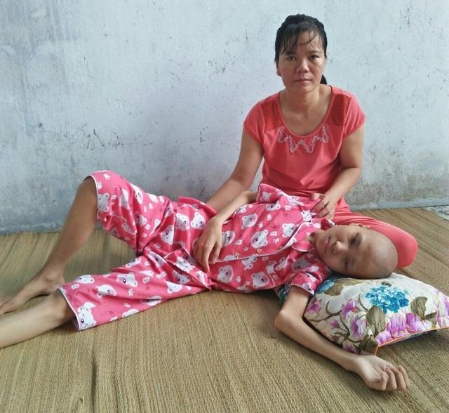 Khốn khổ cảnh gia đình 2 mẹ con ung thư chăm nhau - 2