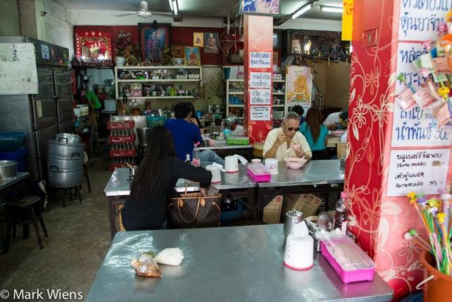 Độc đáo món bò hầm liên tục trong gần nửa thế kỷ tại Thái Lan! - 3
